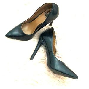PLACK POINTY HEELS!